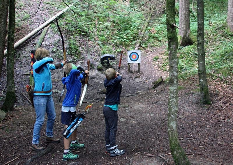 Freizeitbeschäftigung für Kinder: Bogenschießen